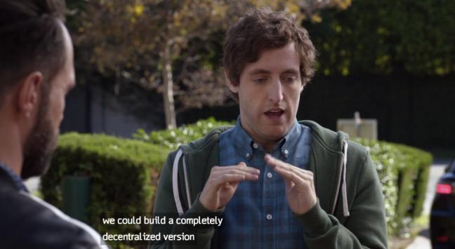 """Bildet viser karakteren Richard Hendricks fra TV-serien Silicon Valley. Han gestikulerer, og under sees tekstingen fra episoden: """"we could build a completely decentralized versoin"""""""