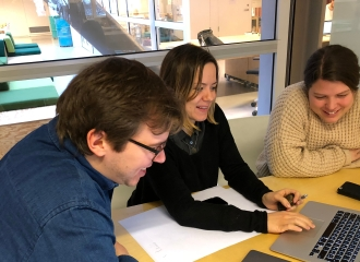 Three people looking at a laptop. From left to right, CTO in Confrere Dag-Inge Aas, CPO in Confrere Ida Aalen and Ingvild Indrebø, Senior developer